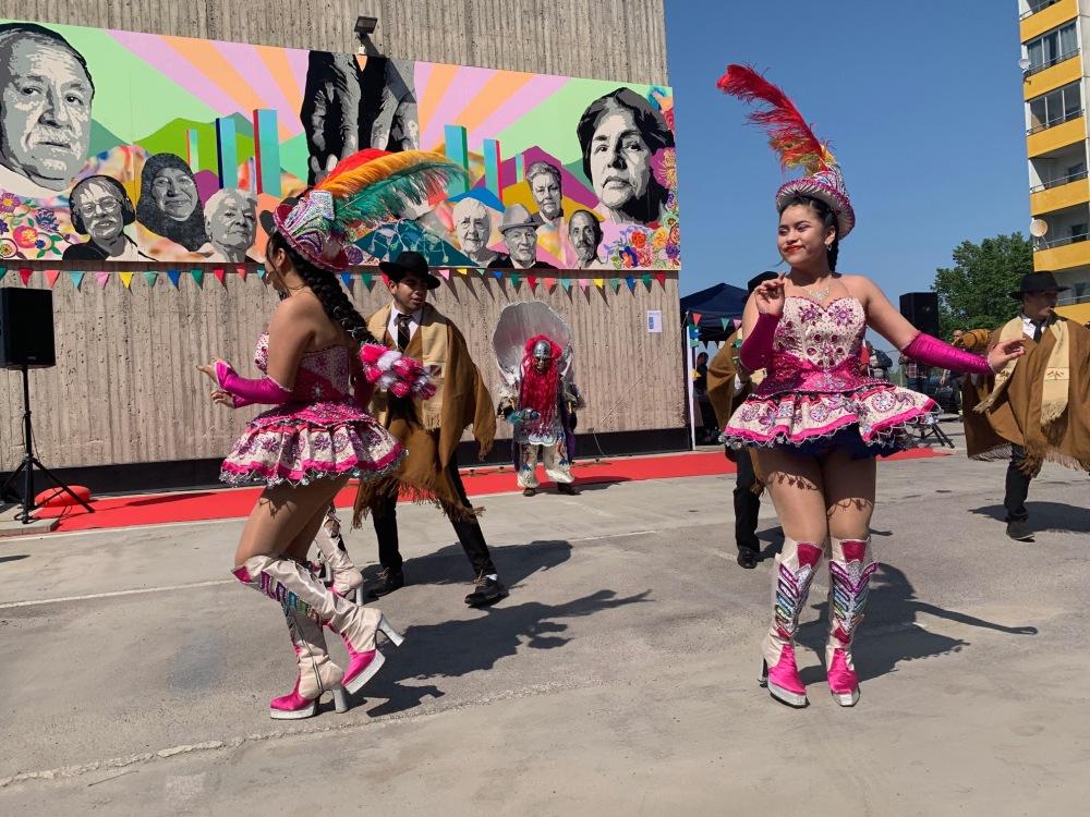 Uppvisning av boliviansk folkdansgrupp invigning av Seniorernas konst 6 juni 2019.jpg